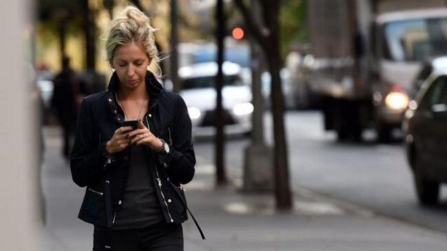 Điện thoại đang đe dọa đến cột sống của chính bạn